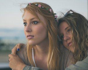 つるすべ肌を目指す女性二人