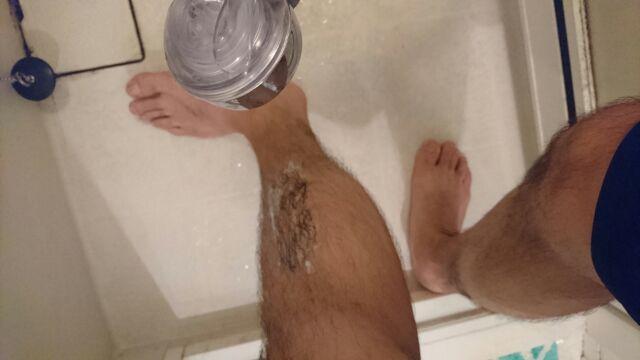 シャワーで除毛剤を洗い流す